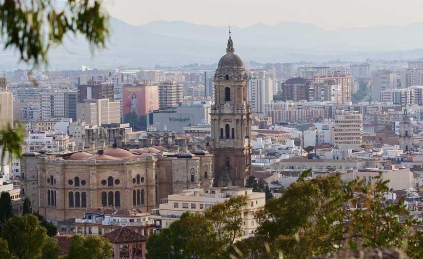 El pleno de Málaga aprueba un incremento de casi 8 millones para el servicio de limpieza, acciones sociales y seguridad
