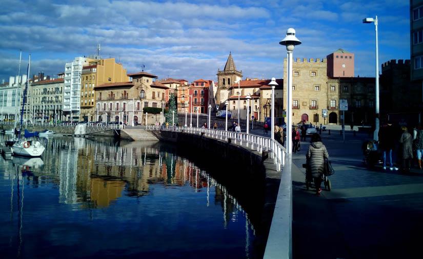 EMULSA mantiene el servicio de recogida de residuos con normalidad y reorganiza los trabajos de limpieza viaria en Gijón