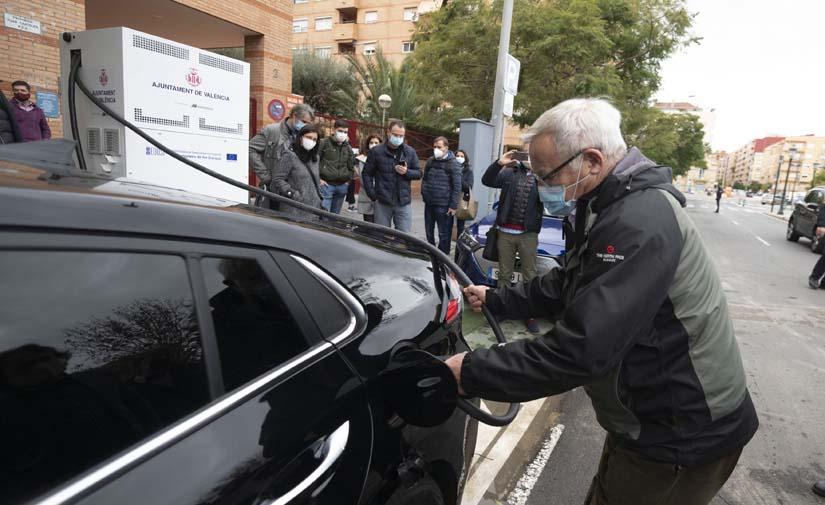 Entran en funcionamiento los tres primeros puntos de recarga rápida en Valencia
