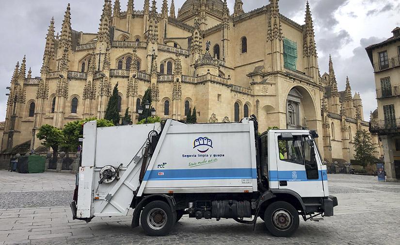 FCC renueva el contrato de recogida de residuos y limpieza viaria en Segovia