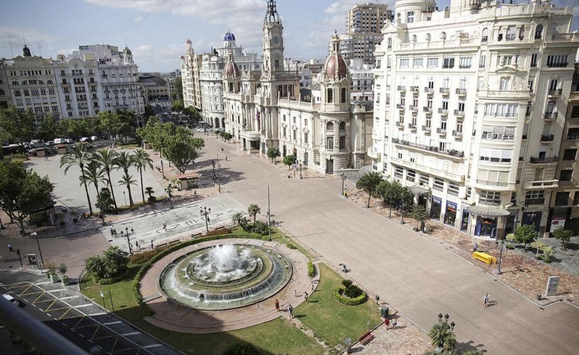 Finaliza la primera fase de la conversión en zona peatonal de la plaza del Ayuntamiento de València