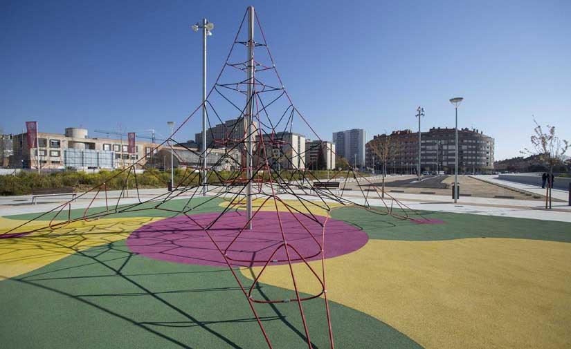 Finalizada la II fase de las obras de urbanización junto a la avenida de Pamplona en Etxabakoitz Norte
