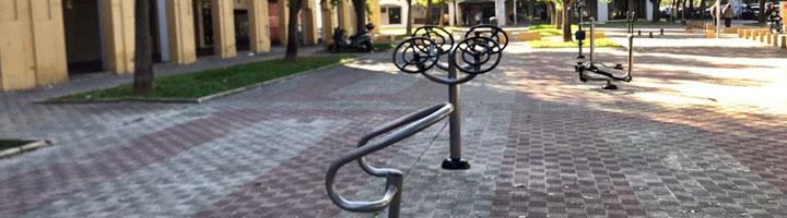 Sevilla cuenta con una nueva red de zonas de juegos biosalusables en plazas y espacios públicos del Distrito Este-Alcosa-Torreblanca