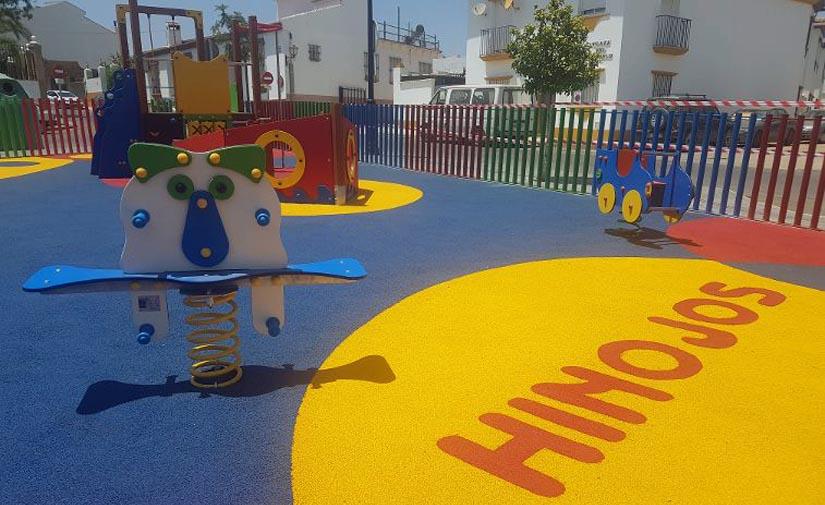 Hinojos luce un nuevo parque infantil en la Plaza del Cañuelo