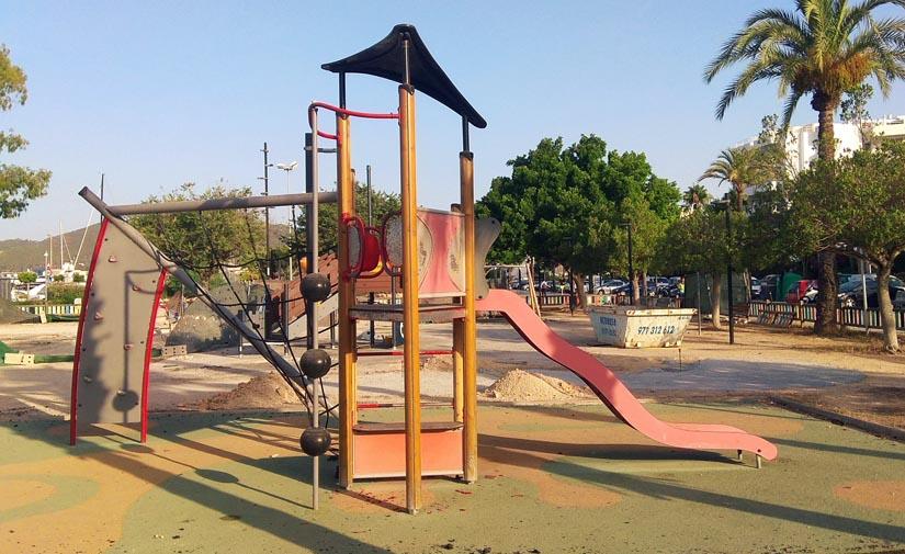 Ibiza renueva el parque infantil ubicado en el paseo Juan Carlos I