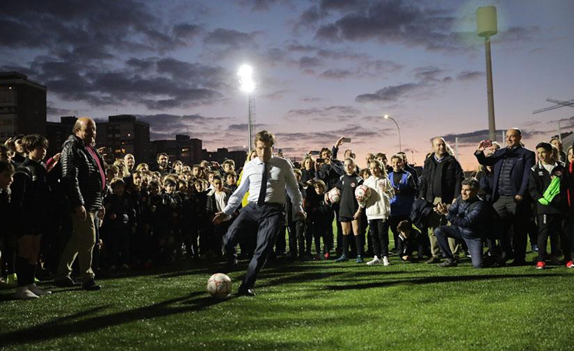 Inaugurado el nuevo campo de fútbol de Oña-Sanchinarro en el distrito madrileño de Hortaleza
