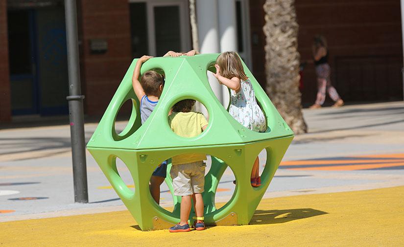 Inclusión, innovación y accesibilidad para la nueva nueva zona de juegos infantiles de la Plaza López Falcón en Almería