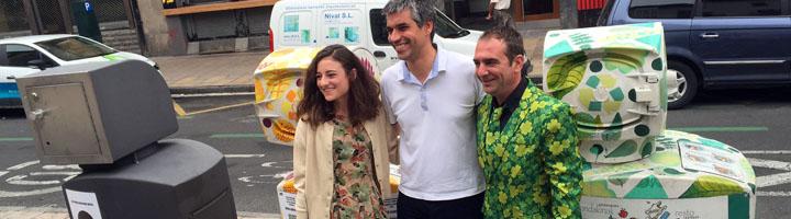 Vitoria refuerza la recogida de residuos en el Casco Medieval con nuevos contenedores 'tipo panera'