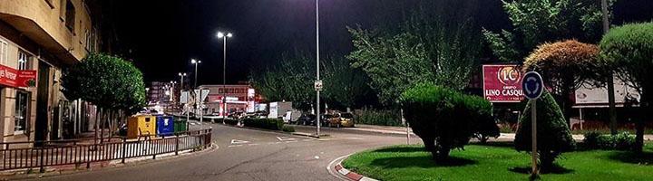 Benavente avanza en la renovación del alumbrado público cambiando a led las luminarias en la Avenida el Ferial