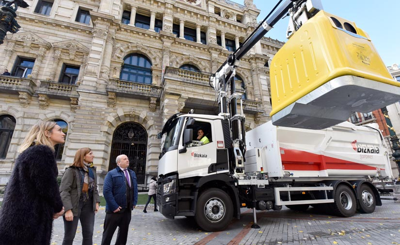 La Diputación de Bizkaia sustituirá los contenedores amarillos por un modelo 100% reciclable