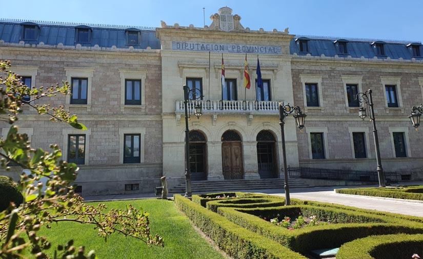 La Diputación de Cuenca y Urbaser firman el contrato para la recogida selectiva de envases y papel/cartón en la provincia