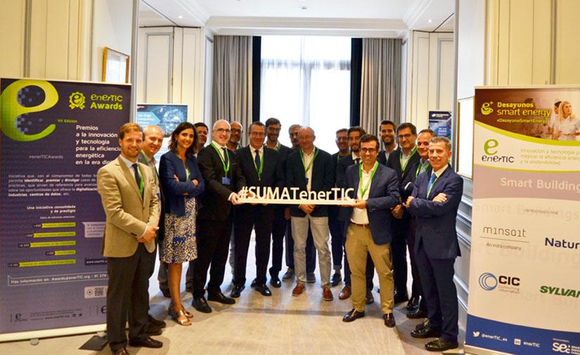 La información global que proporcione el Smart Building, permitirá realizar políticas para mejorar la eficiencia energética en las Smart Cities
