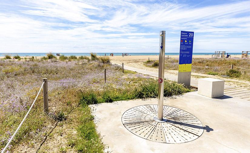 La playas de área metropolitana de Barcelona se preparan para la temporada de verano