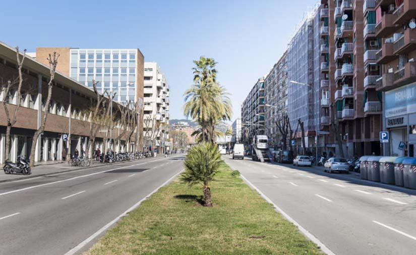 La red pedaleable de Barcelona llega al paseo de la Zona Franca con un nuevo carril bici