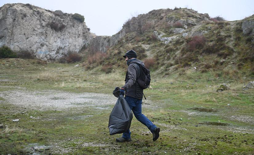LIBERA lanza una nueva convocatoria para el estudio de basuraleza en entornos terrestres