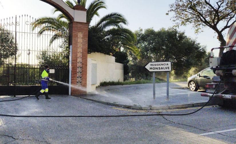 Limasa se reorganiza para centrar su actividad en la limpieza y desinfección de los espacios públicos de Málaga