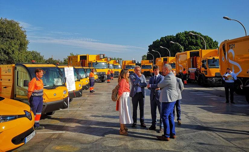 Lipasam incorpora 16 nuevos vehículos para el servicio de limpieza y recogida de residuos urbanos