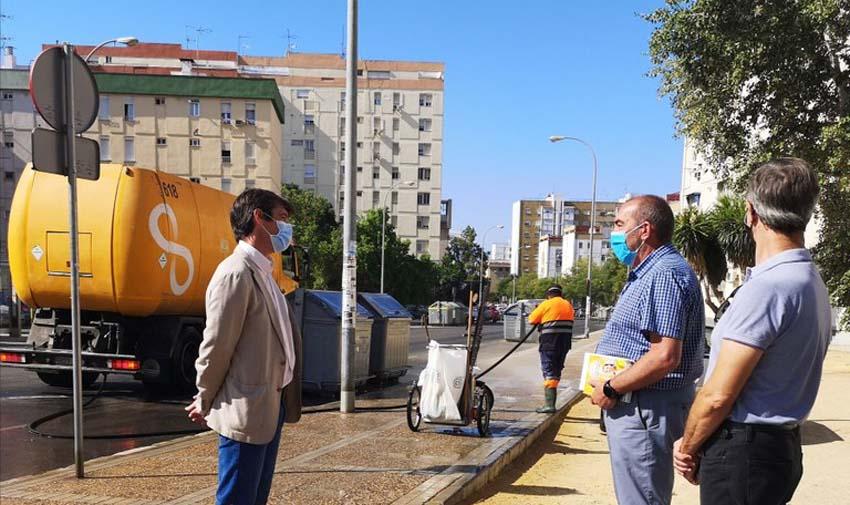 Lipasam pone en marcha un plan de refuerzo de baldeo y desinfección de calles y contenedores