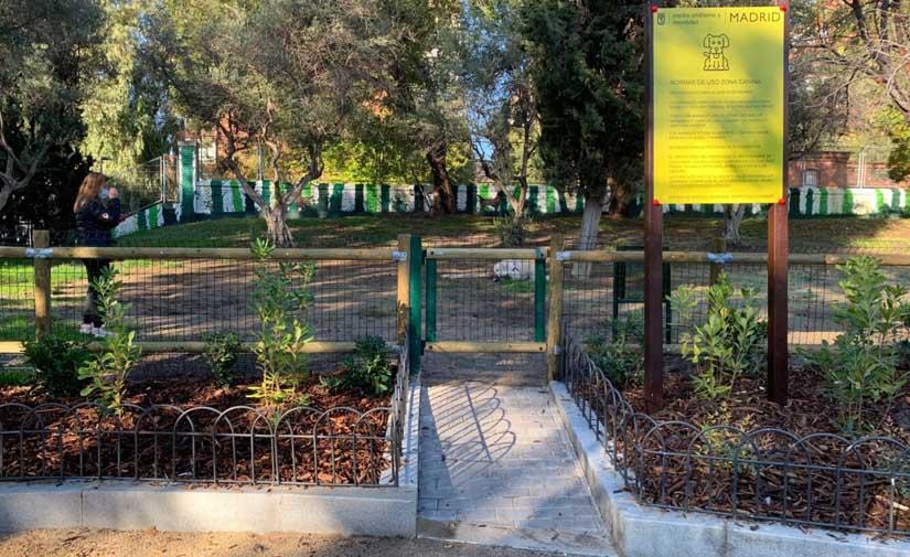 Los madrileños jardines de Enrique Herreros estrenan zonas verdes y caninas