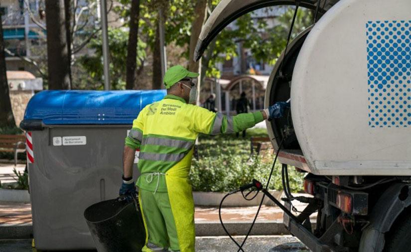 Los servicios de limpieza de Barcelona se adaptan a los usos del espacio público marcados por la prevención de la Covid-19