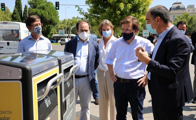 Madrid comienza el despliegue de 1.300 papeleras inteligentes en 21 distritos
