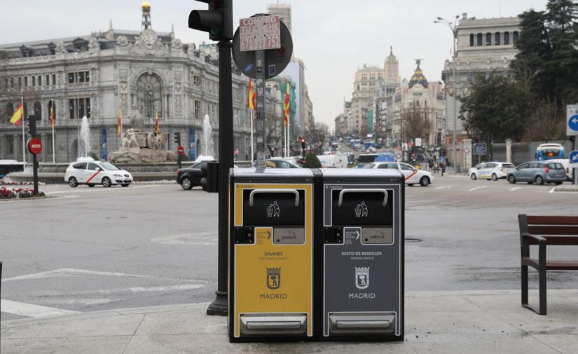Madrid despliega los sensores de llenado y disponibilidad de bolsas en sus papeleras
