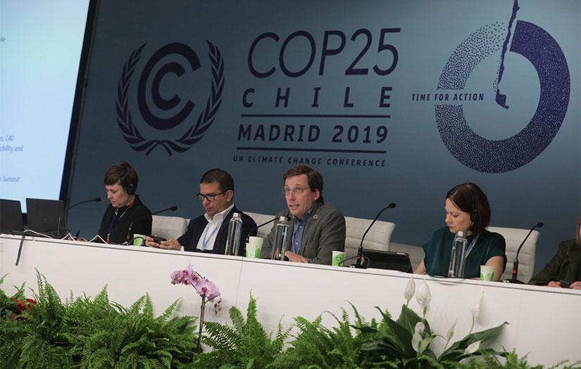 Madrid se compromete a descarbonizar el transporte público y crear zonas de cero emisiones