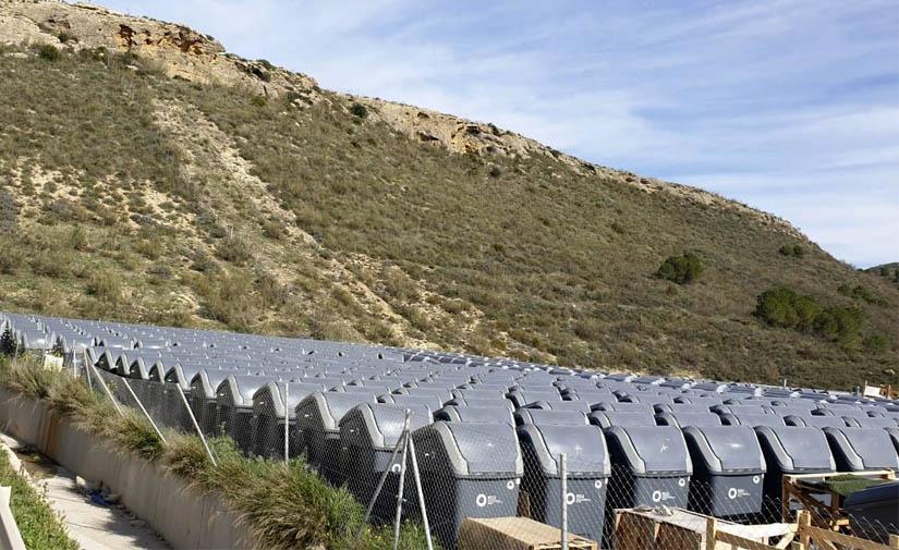 Málaga adquiere contenedores que facilitan la higiene en el reciclaje