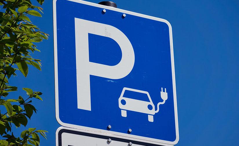 Murcia dará acceso gratuito a 3.000 plazas de aparcamiento para vehículos eléctricos tras el verano
