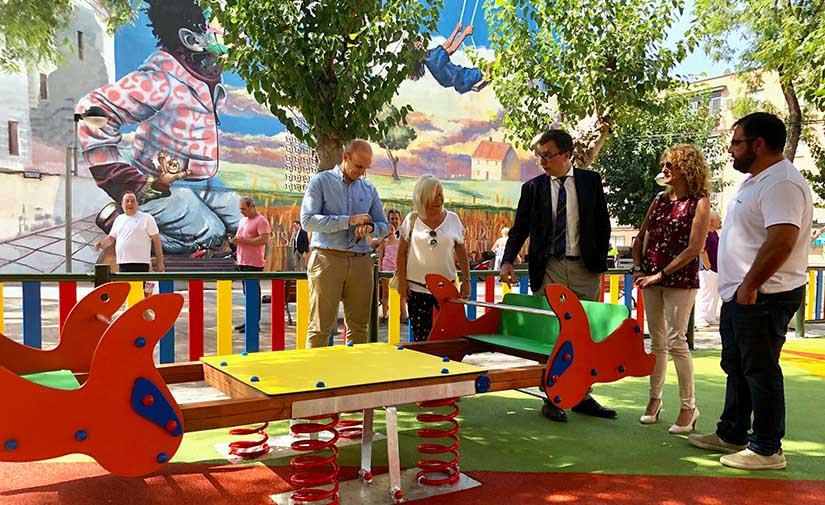Murcia recupera el parque de Santa Rosa con nuevo sombraje natural y juegos infantiles