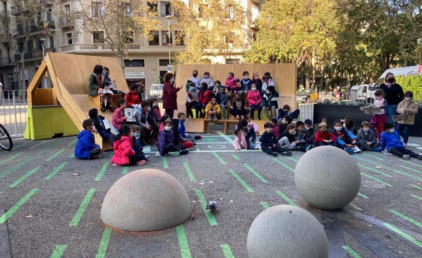 Nuevos elementos urbanos para dinamizar las terrazas y los entornos escolares a prueba en Barcelona