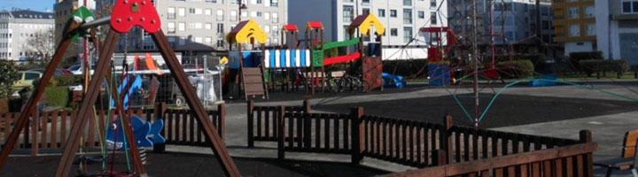 La Diputación de La Coruña financia la cubierta y la renovación de las zonas de juego en el parque del río Anllóns de Carballo