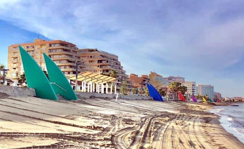 Oropesa del Mar mejora y pone un toque de color al paseo marítimo de Morro de Gos