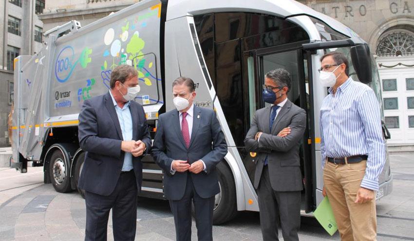 Oviedo, pionera en incorporar el vehículo de recogida de residuos 100% eléctrico desarrollado por FCC en su flota