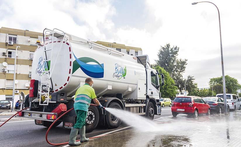 RIGUAL entrega en JEREZ seis camiones de Riego y Baldeo