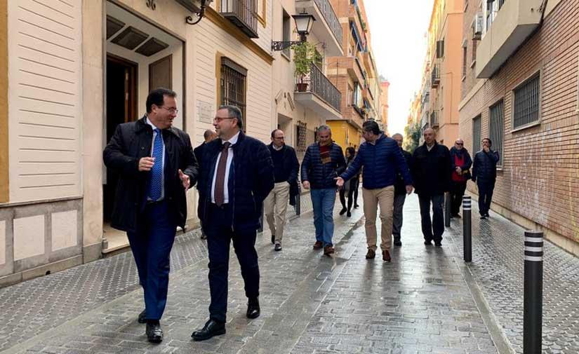 Sevilla invierte 780.000 euros en la reurbanización de la calle San Vicente que ahora cumple con la accesibilidad universal