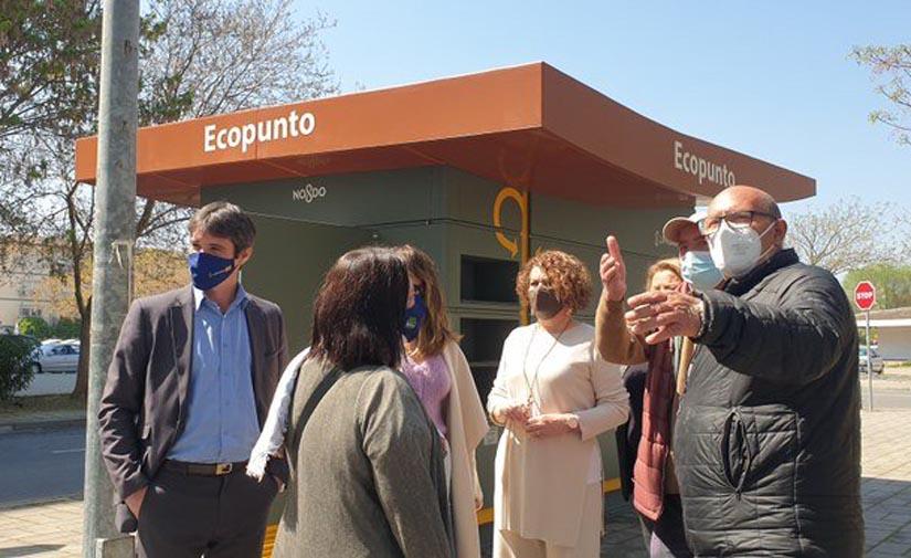 Sevilla pone en servicio un nuevo ecopunto en Alcosa y eleva a 15 los puntos para la recogida selectiva