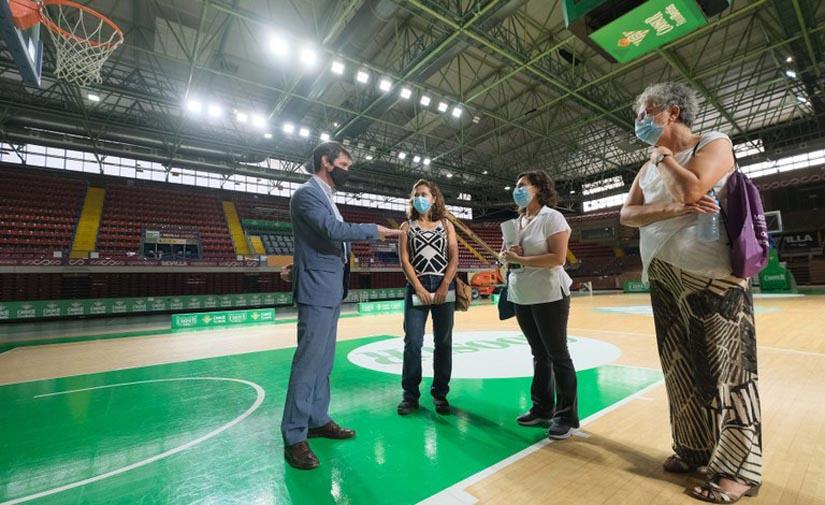Sevilla renueva el sistema de luces del Palacio de los Deportes de San Pablo