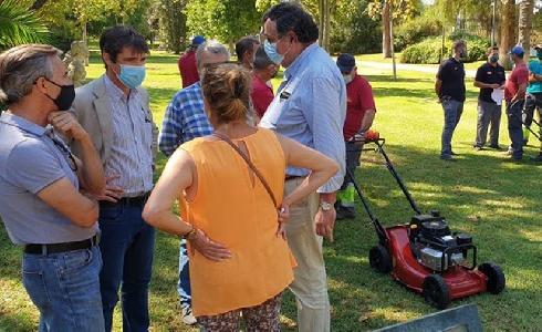 100.000 euros para la renovación de maquinaria y herramientas para la conservación de parques y jardines en Sevilla