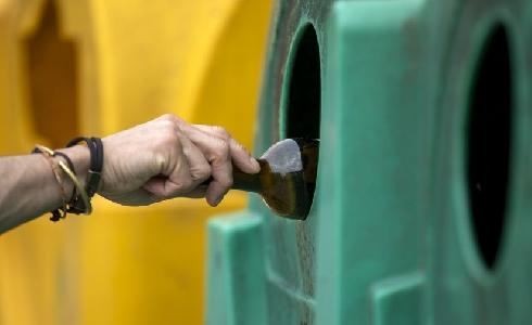 40 contenedores de papel-cartón y envases ligeros en Outeiro de Rei
