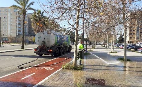 418.000 euros al mes al dispositivo de baldeo y desinfección de vías públicas y mobiliario de Valencia