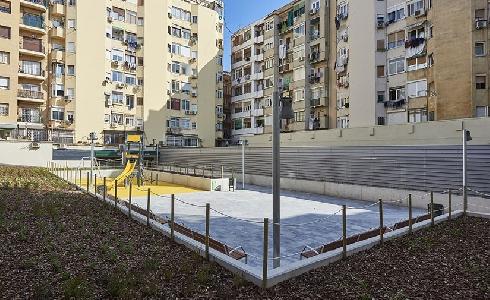 Abre el patio interior del antiguo cine Urgell, un nuevo jardín en el barrio barcelonés de San Antonio