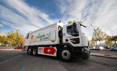 ACCIONA estrena en Alcobendas su primer camión 100% eléctrico para el servicio de recogida de residuos