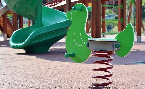 ACCIONA mejora el servicio de conservación en más de 350 parques infantiles de Sevilla
