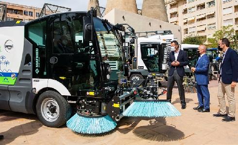 Arranca el nuevo servicio de limpieza en Elche, uno de los más modernos, mecanizados y sostenibles del país
