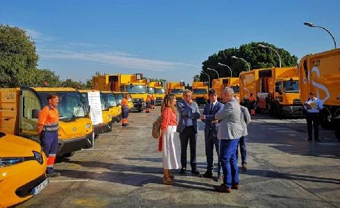 Casi 900 contendores sevillanos han sido reparados o sustituidos en un mes por Lipasam