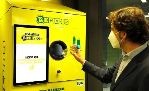 Cataluña ya cuenta con las primeras máquinas que recompensan por reciclar