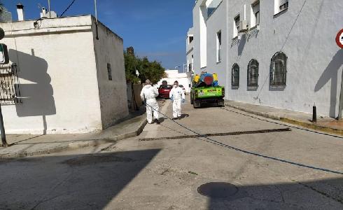 Comienzan las tareas de desinfección en calles y edificios de 40 poblaciones de Cádiz