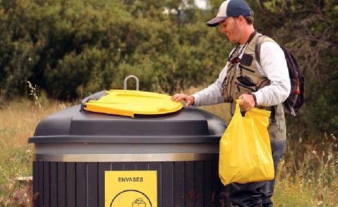 El 95% de los españoles demanda más puntos de reciclaje en espacios naturales, al estar más frecuentados este verano