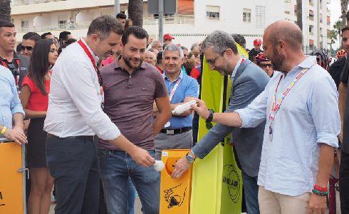 El Alcalde de Cullera y el Presidente de la Diputación de Valencia apoyan el reciclaje de bombillas en la Vuelta Ciclista